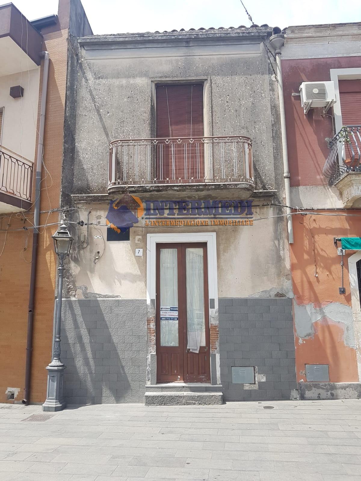 Casa indipendente con terrazzo a Acireale