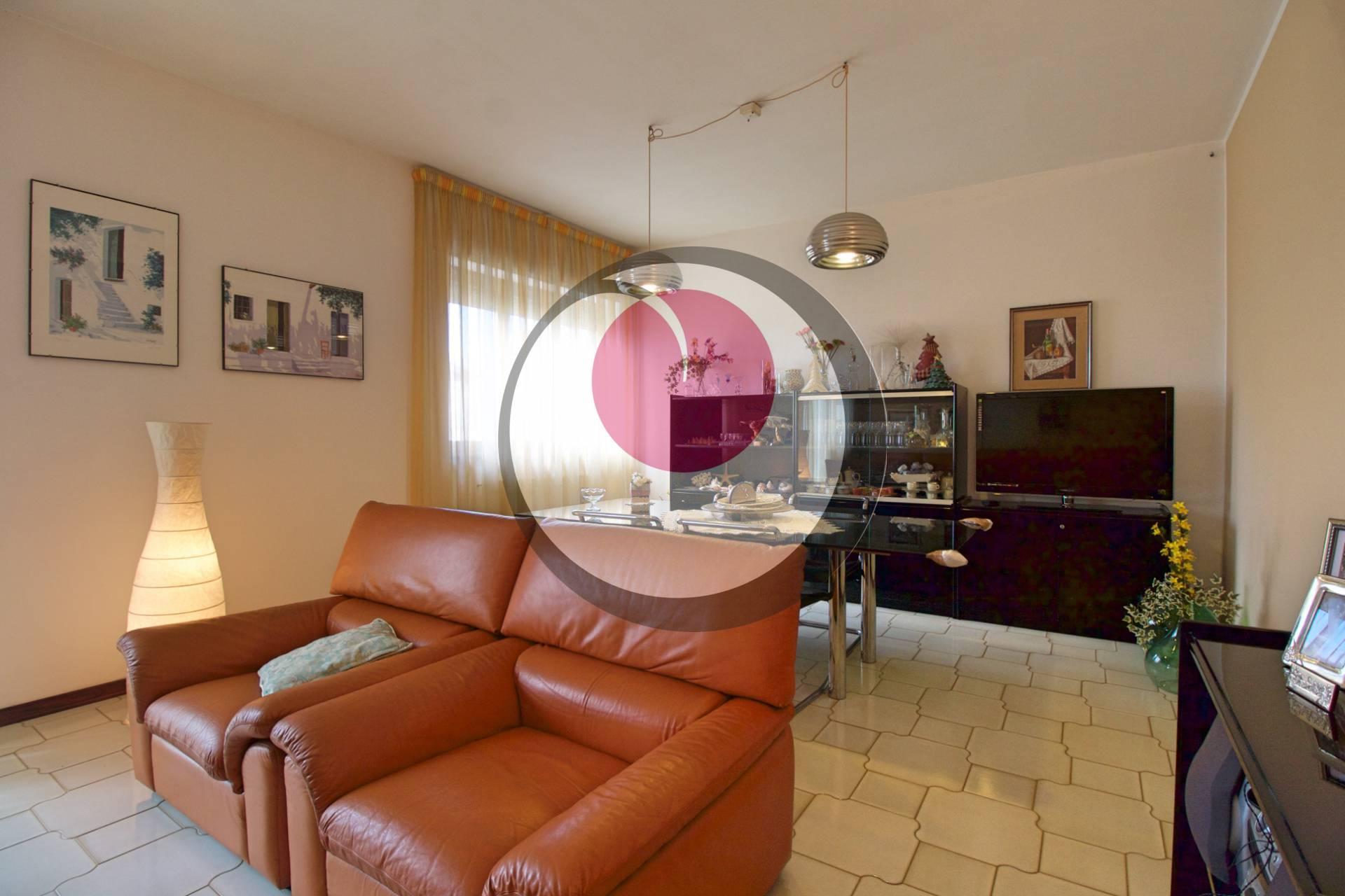 Appartamento con box a Lanciano, 7 locali, 140 mq | PCase.it