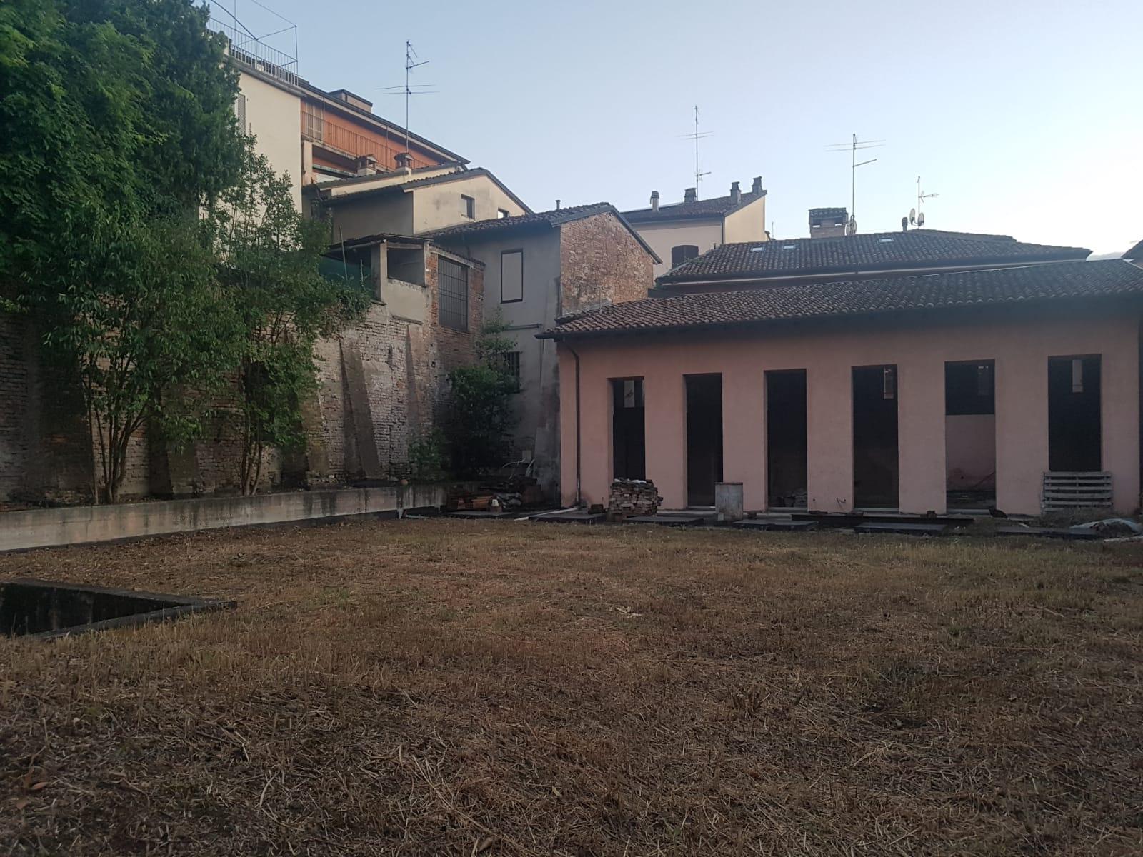 Casa indipendente con terrazzo a Piacenza - centro storico - 01