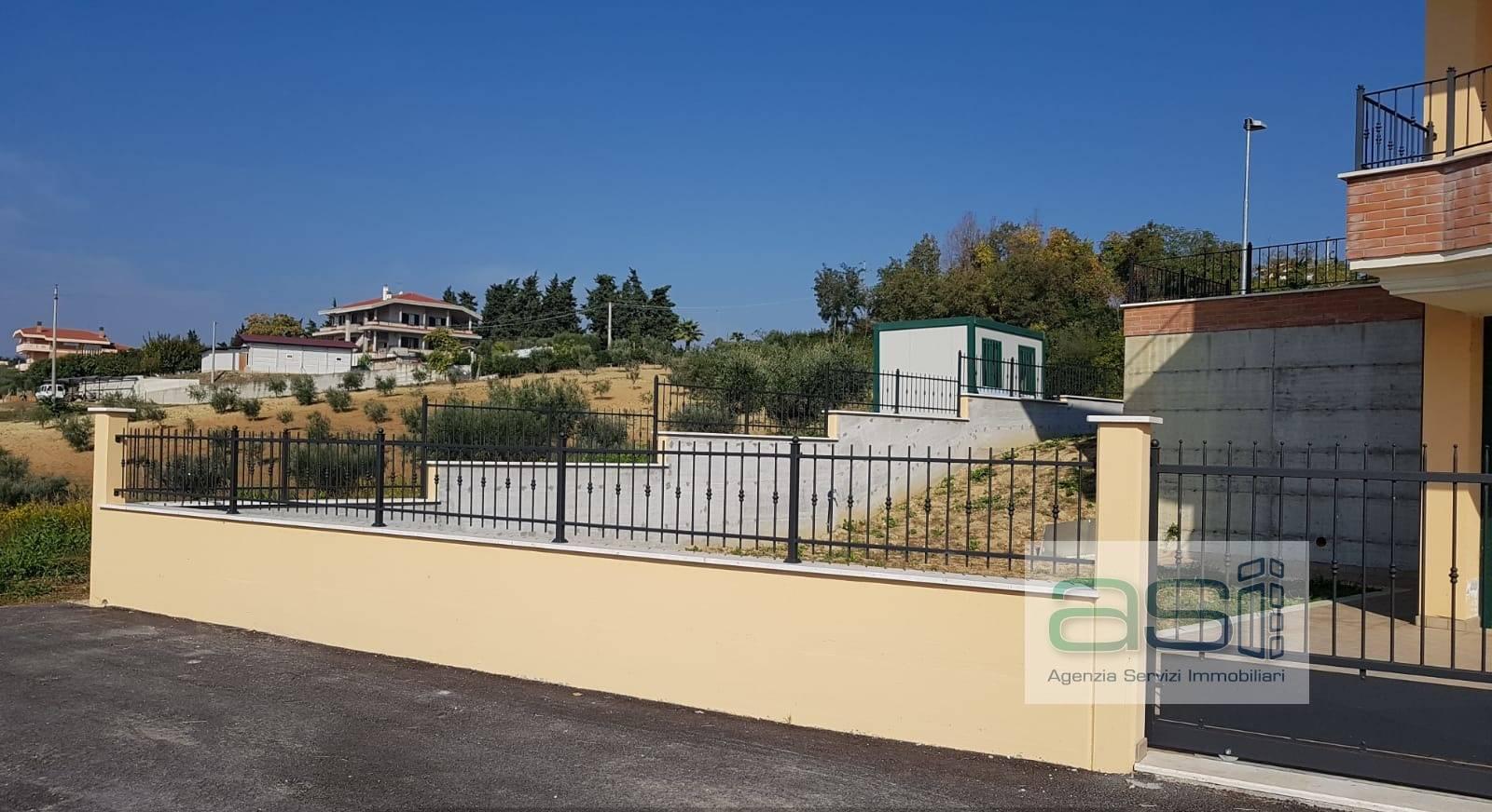 Villa con terrazzo a Colonnella - contrada rio moro - 01
