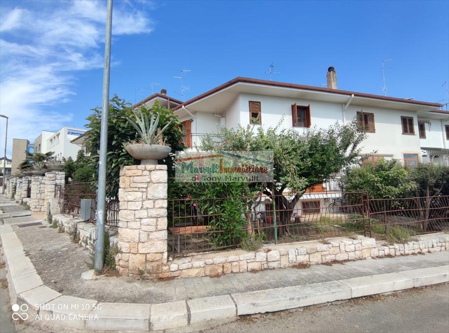 Villa con giardino in via capitano francesco volpe 26, Cassano delle Murge
