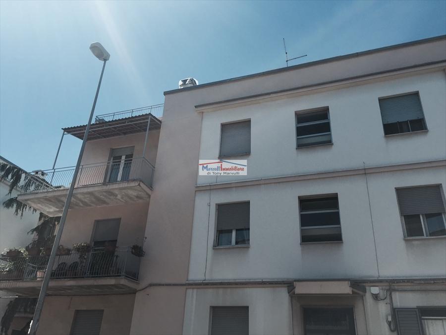 Appartamento con box a Cassano delle Murge in via mercadante - centro - 01