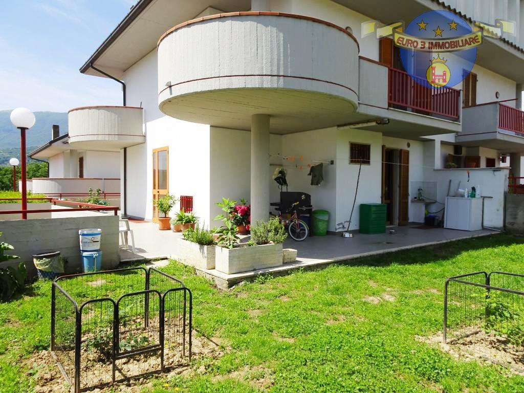 Villa con giardino in via delle zinnie 37, Ascoli Piceno