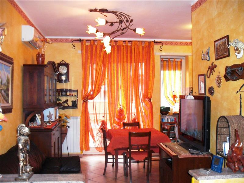 Appartamento con posto auto scoperto a Airasca in via nino costa 49 - 01