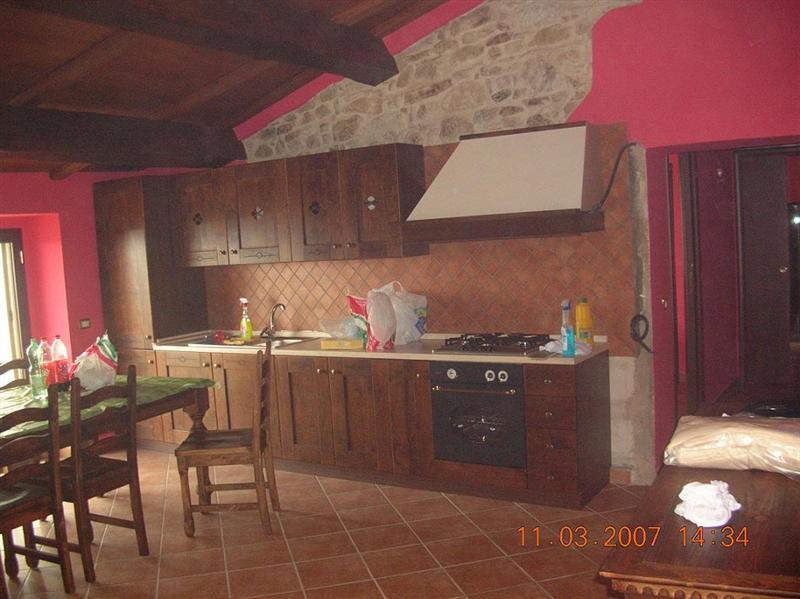 Appartamento con terrazzo a Spoleto in roselli di spoleto - roselli di - 01