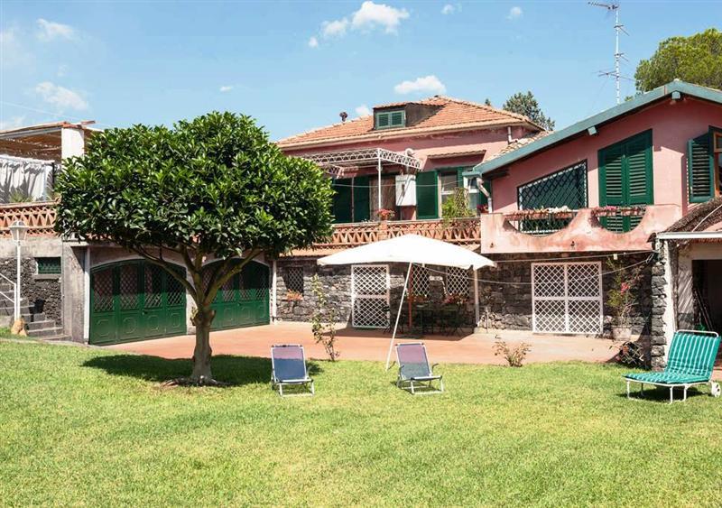 Villa con giardino vicino il mare di Acireale.wifi