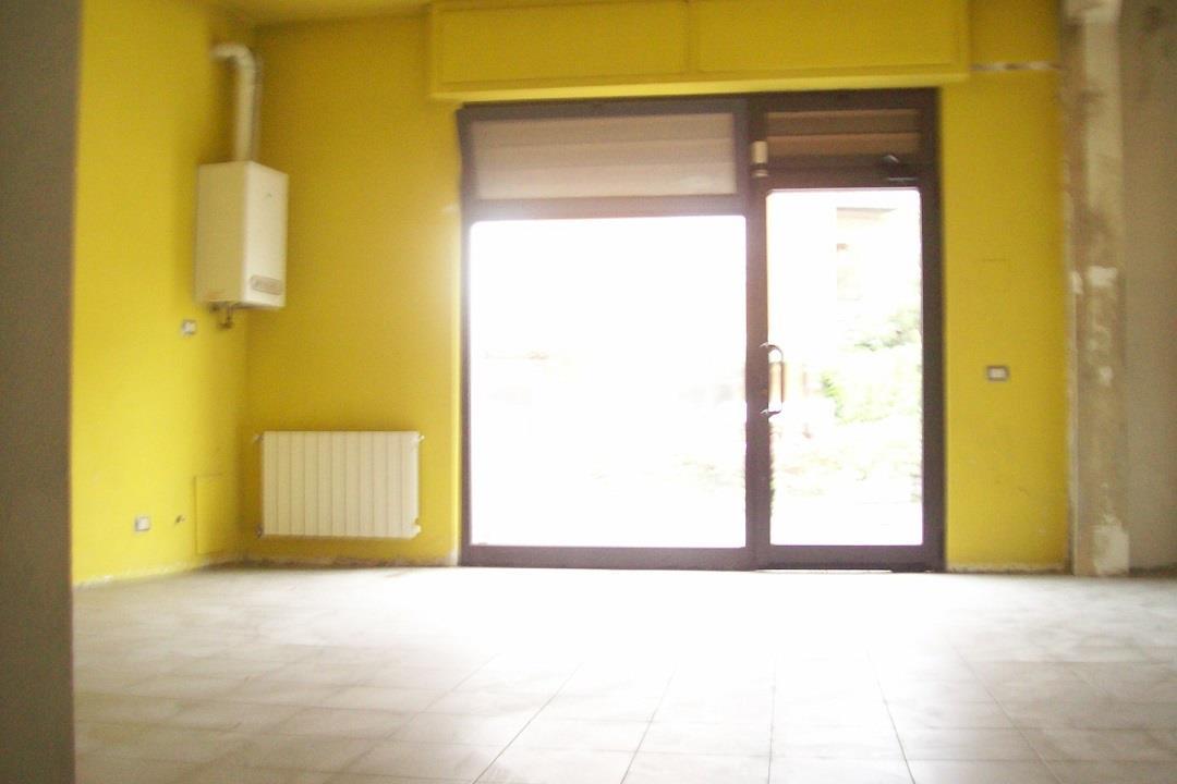 Ufficio ristrutturato a Alzano Lombardo in via provinciale 38 - sopra - 01