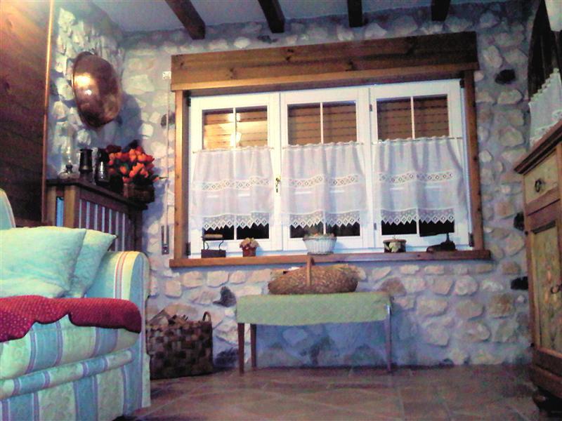 Villa con giardino a Roana in via murano - centro - 01