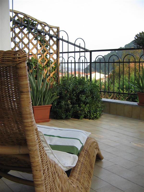 Villa con giardino a Toirano in via boro 16 17055 toirano (sv) - 01