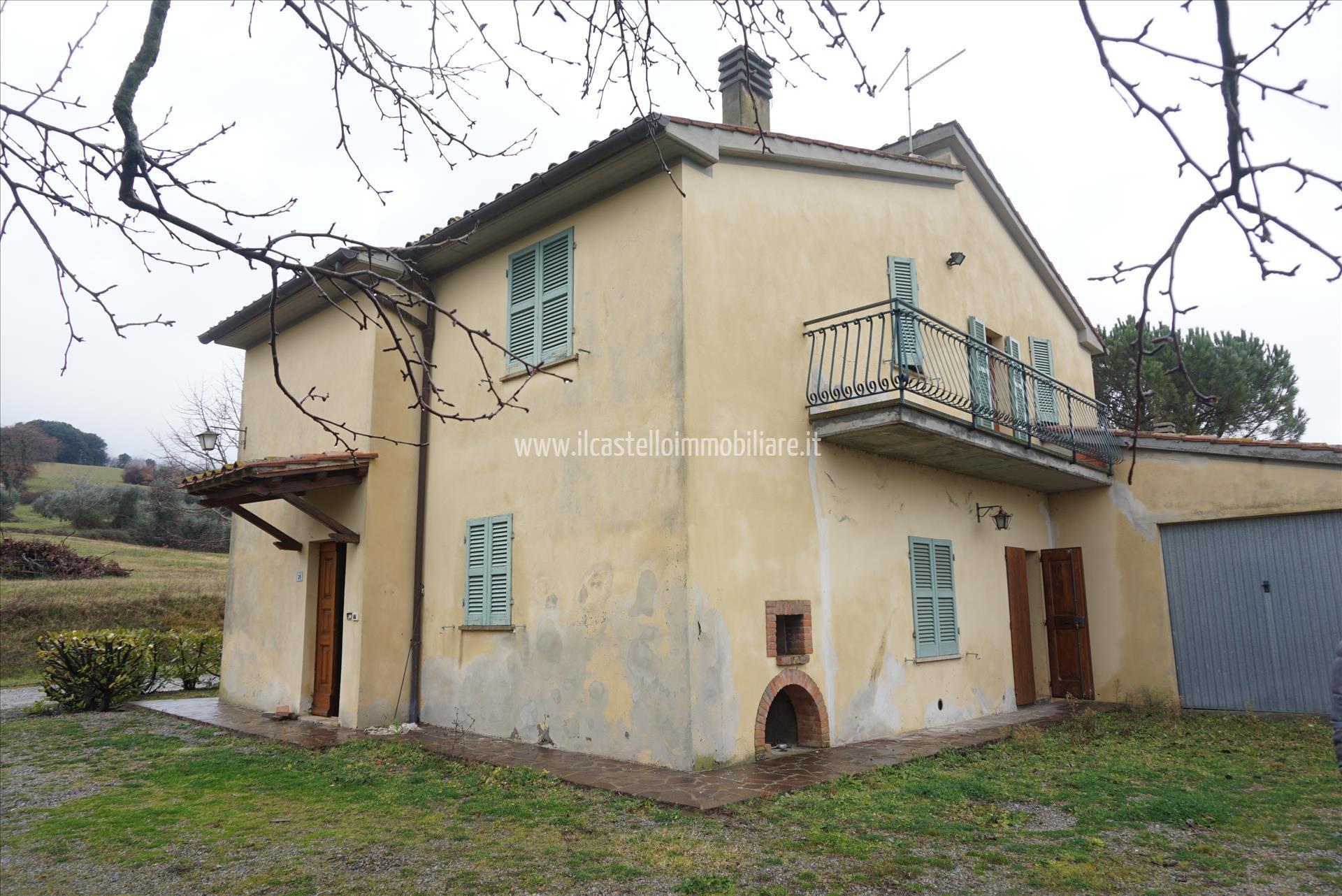 Villa con giardino a Cetona