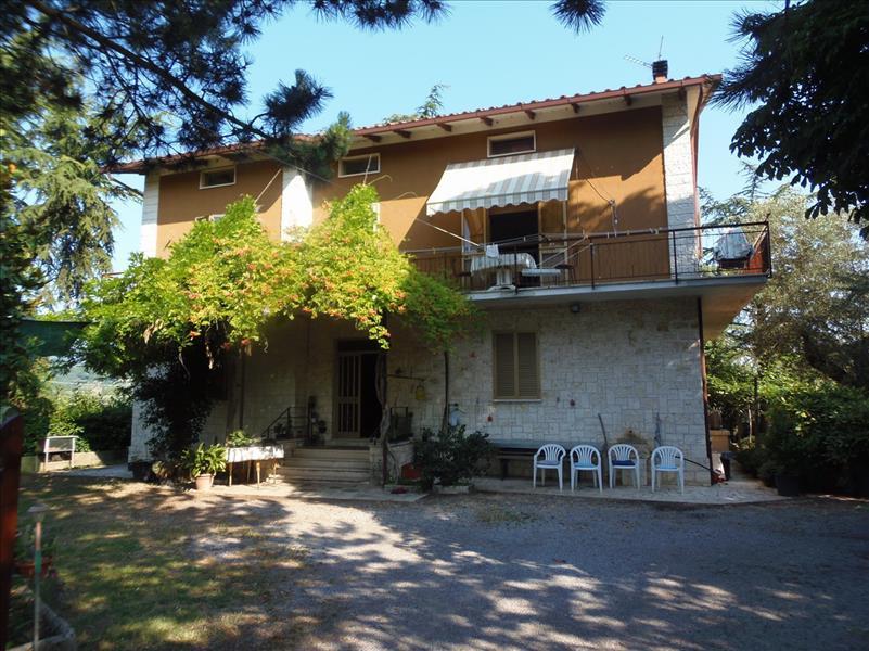 Villa con giardino a Sarteano - 01