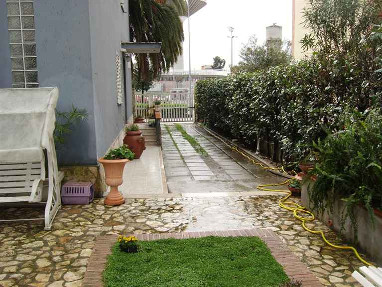 Vende villa con giardino Latina stadio
