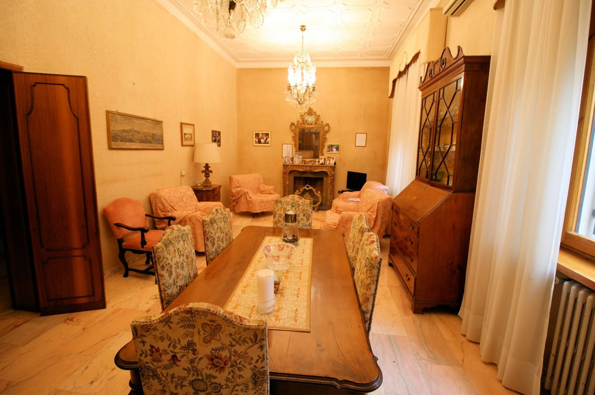 Villa con terrazzo a Montecatini-Terme - 01