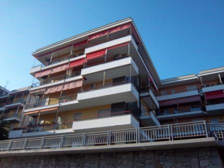 Appartamento con terrazzo via montanaro 16 Varazze