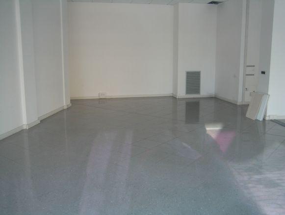 Negozio a Modena - prossimità centro - 01, unico vano