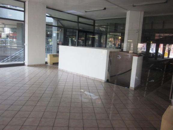 Negozio ristrutturato a Modena - prossimità centro - 01, negozio + magazzino