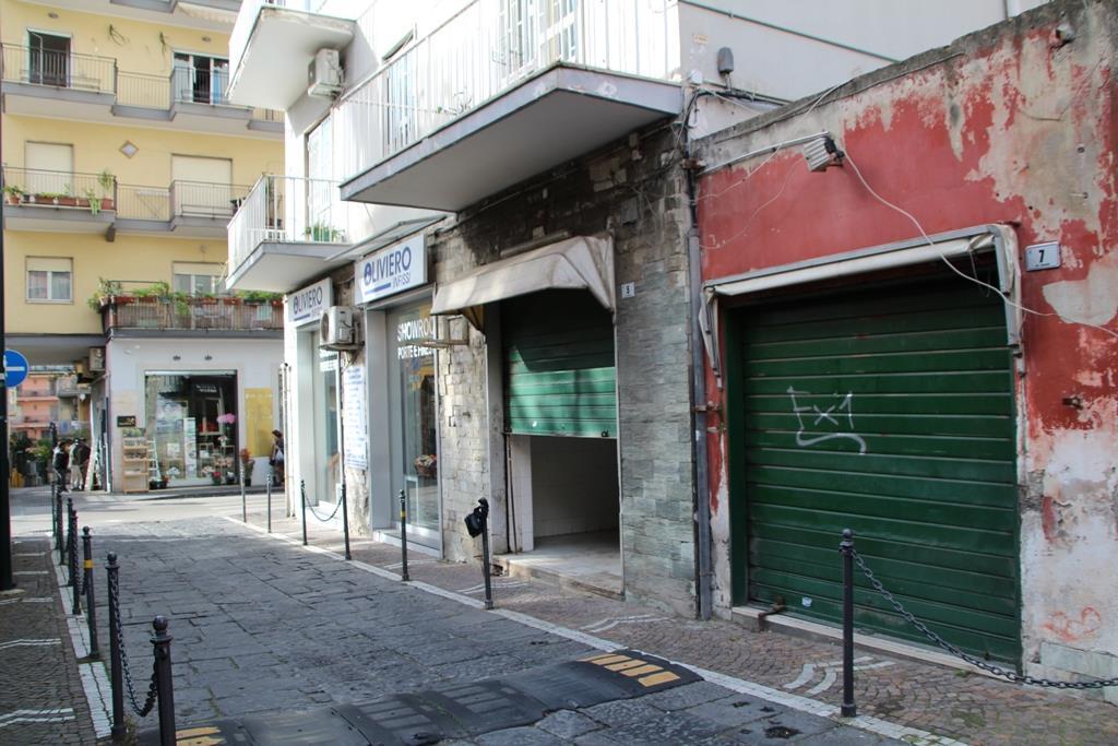 Locale commerciale da ristrutturare in via canarde, Portici
