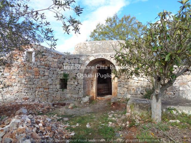 Villa con giardino in sp17 ostuni-cisternino, Ostuni