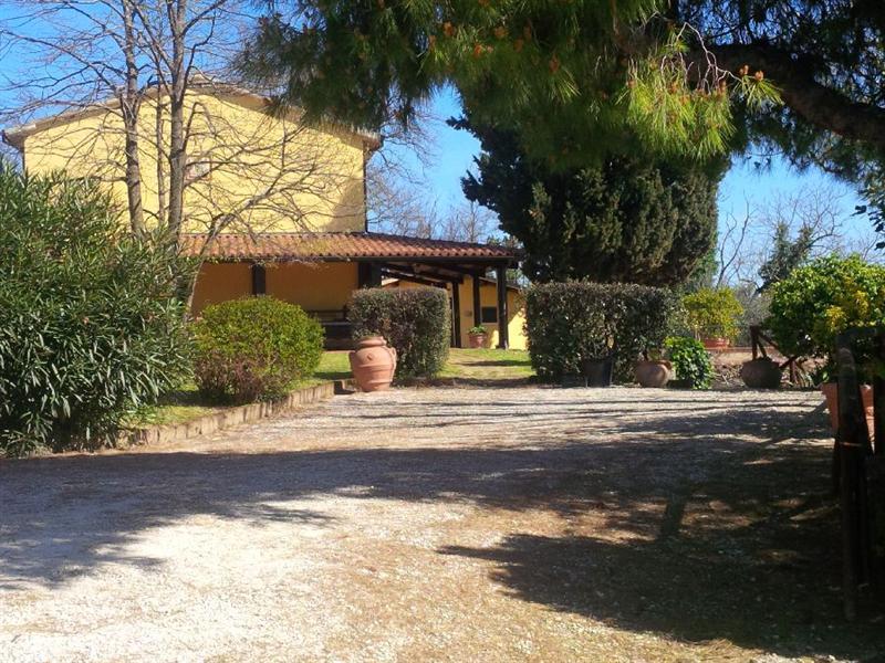 Vendesi casa indipendente con giardino a Fano