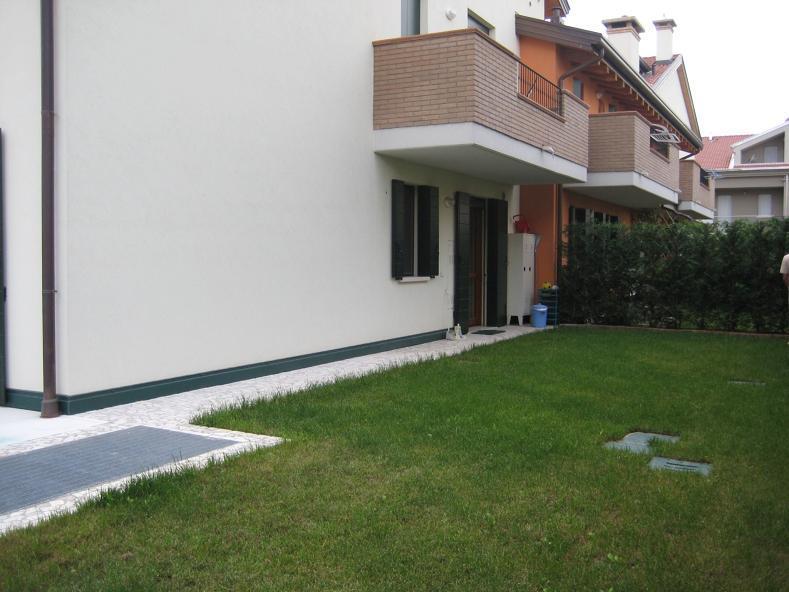 Vendesi appartamento con giardino a Stra - 01