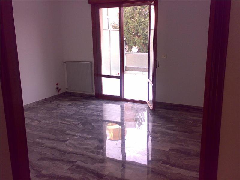 Vendesi appartamento con terrazzo a Spinea - 01