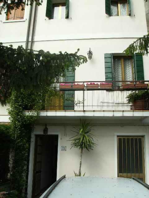 Vendo appartamento con giardino a Mira - 01