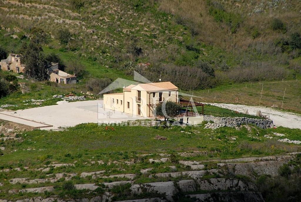 Attività commerciale con giardino in ss113, Calatafimi Segesta