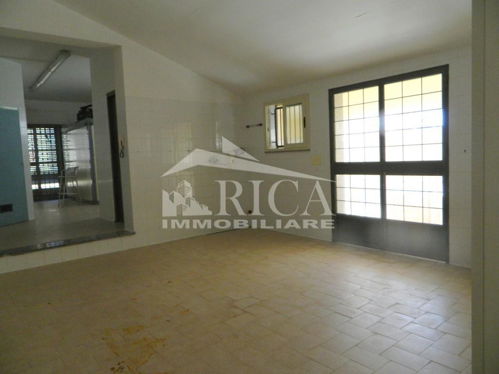 Locale commerciale in affitto in corso san francesco di paola, Alcamo