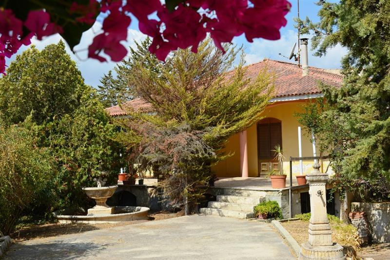 Villa con giardino a Noto in via scarlatti - periferia - 01
