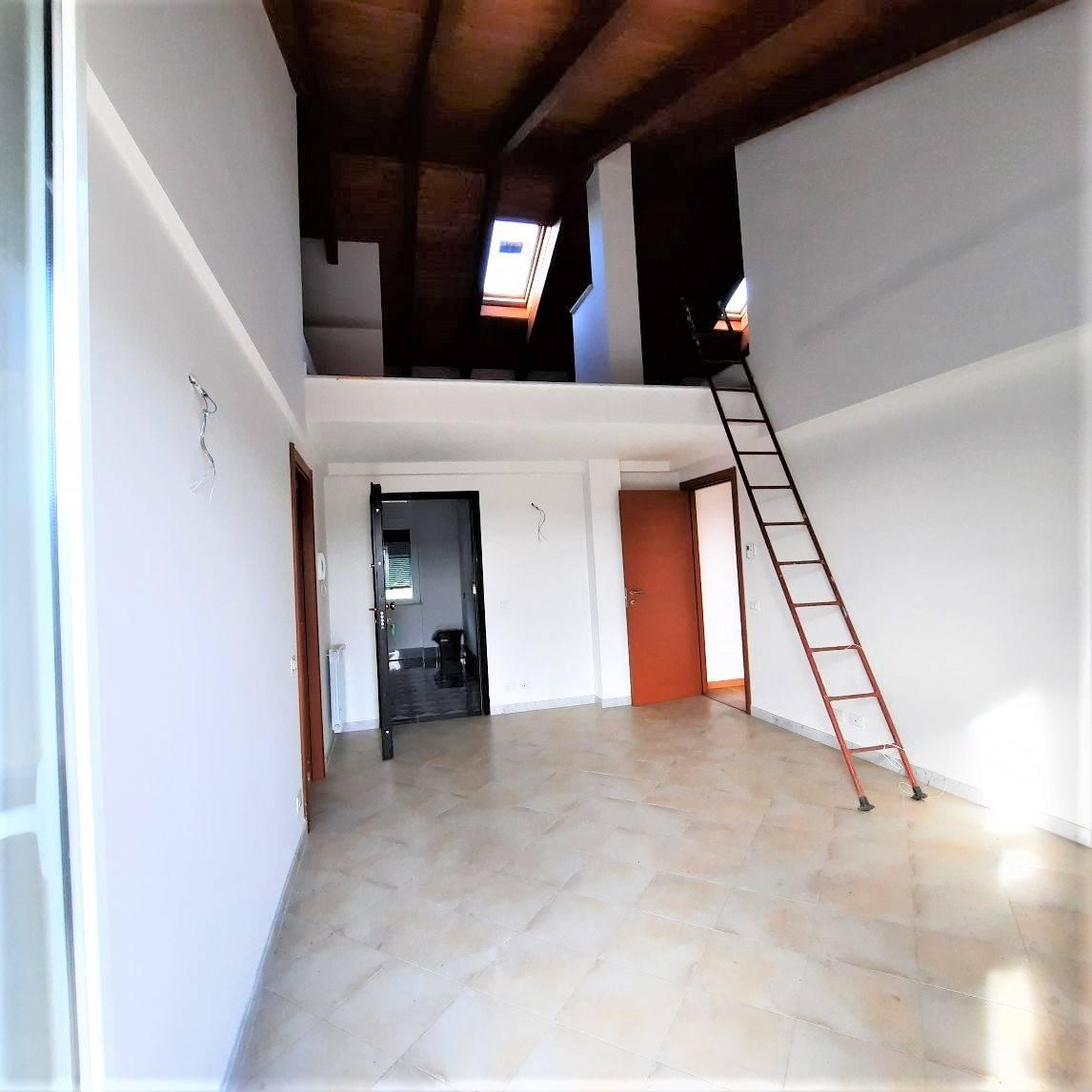 Appartamento nuovo a La Spezia - montepertico - 01, soggiorno con sopra soppalco