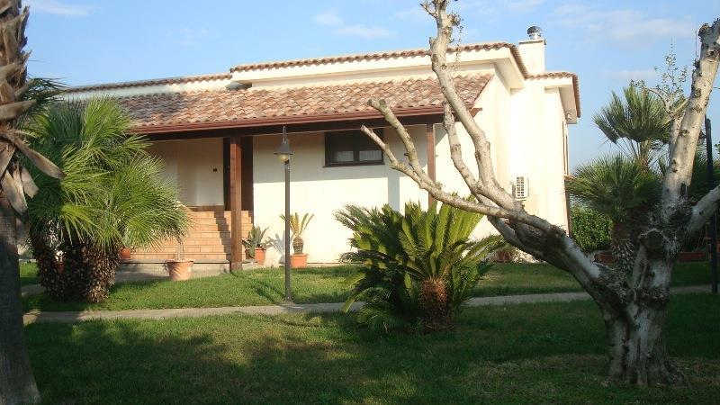 Villa con giardino a Scafati in via bossa - periferia - 01