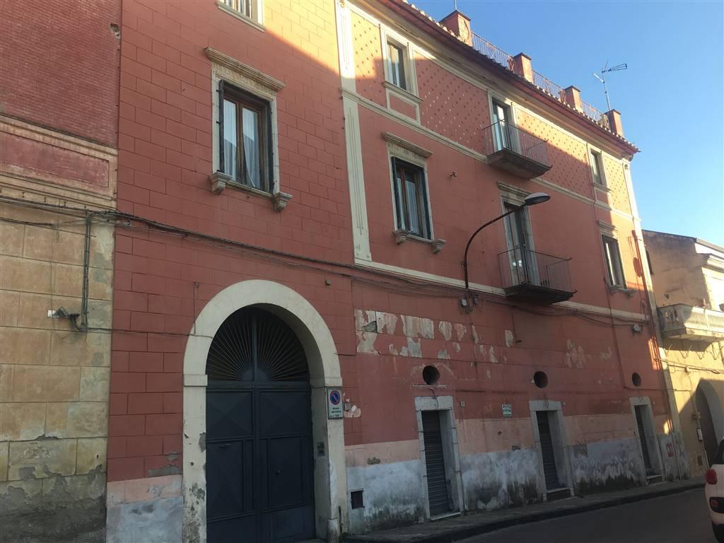 Stabile/Palazzo con giardino, Caserta centurano