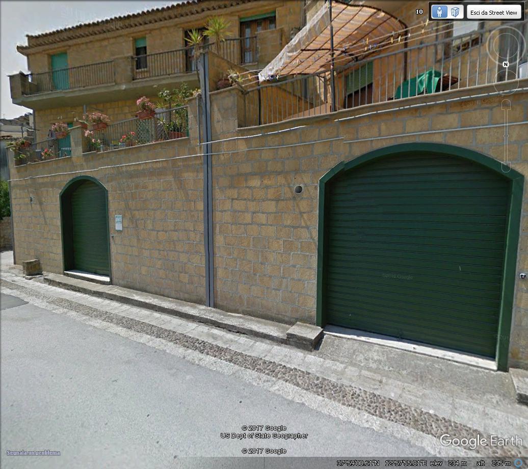 Locale commerciale a Alcamo in via luigi capuana 18 - 01