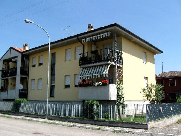 Appartamento con terrazzo a Bovolone - 01