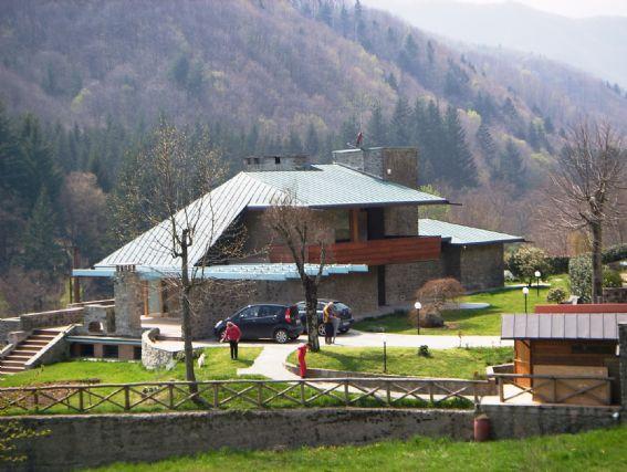 Villa con giardino a Vernio - montepiano - 01, 1
