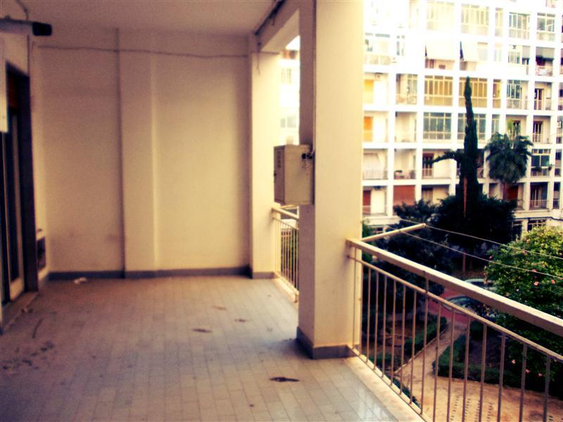 Appartamento con terrazzo via adda Siracusa
