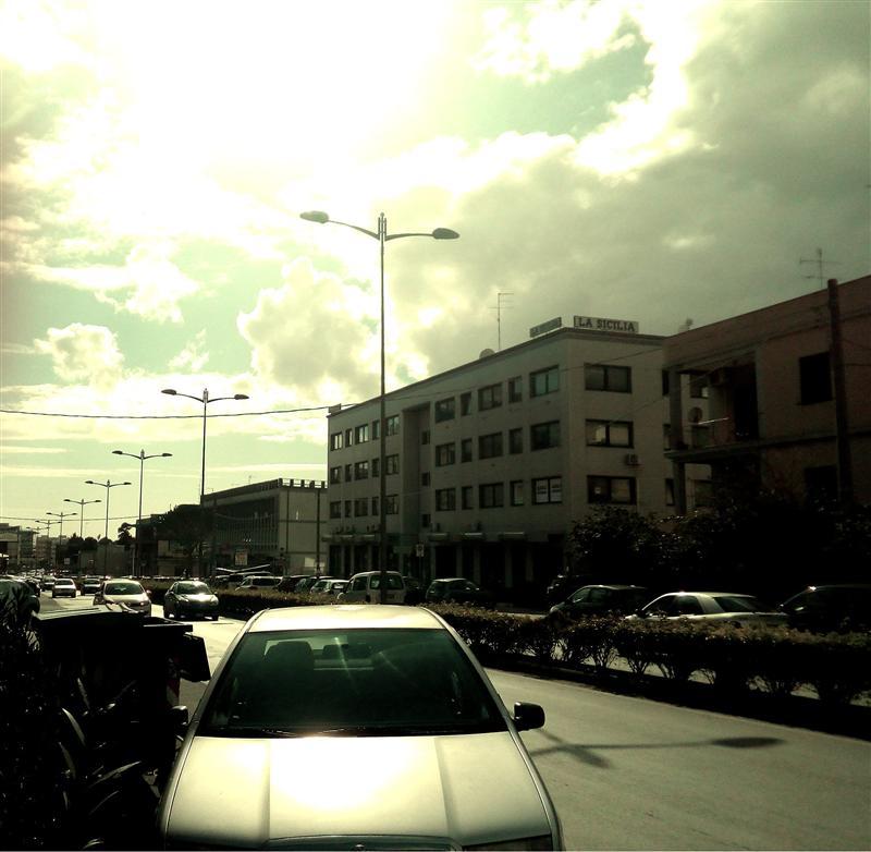 Ufficio con posto auto scoperto viale teracati Siracusa