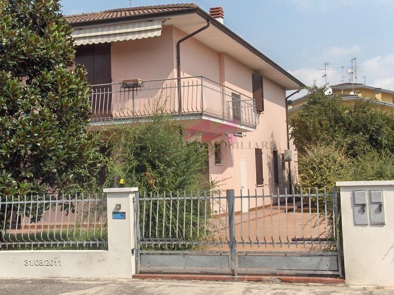 Casa indipendente con terrazzo a Revere