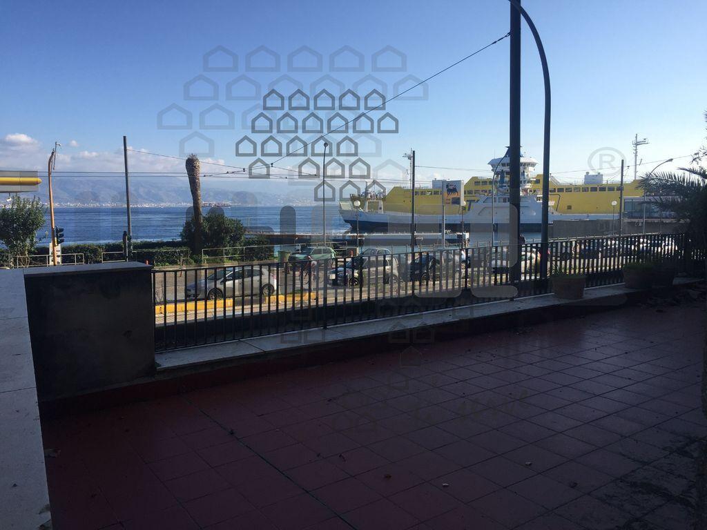 Appartamento con terrazzo in viale della libertà, Messina