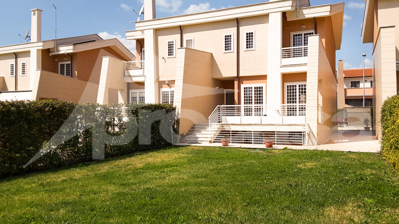 Villa via guglielmo letteri - 01