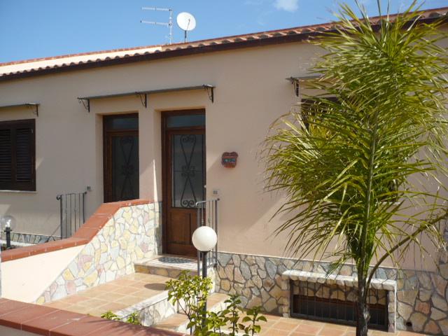 Villa a Campofelice di Roccella in contrada solfarelli - lungomare - 01