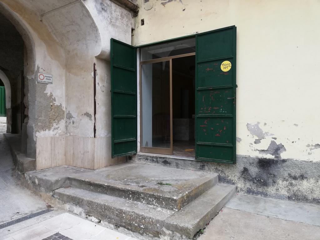 Locale commerciale in vendita in via progresso, Piana di Monte Verna