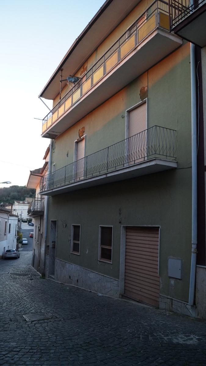 Stabile/Palazzo a Piana di Monte Verna in via giardino - 01