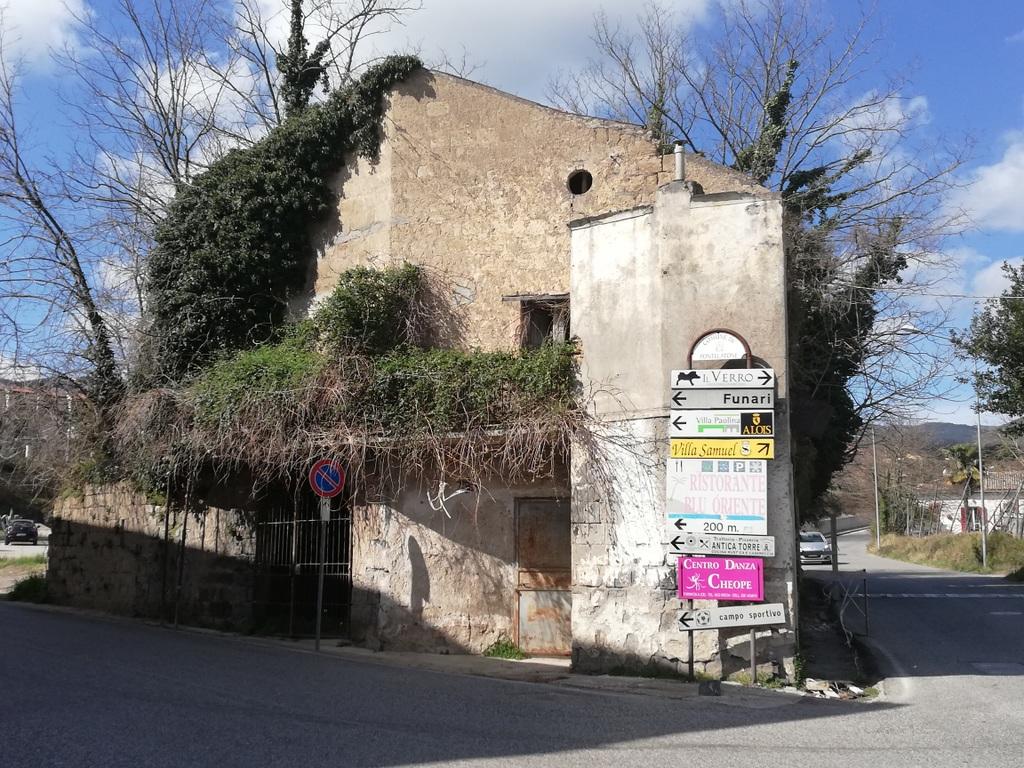 Stabile/Palazzo a Pontelatone in via ponte pellegrino - 01