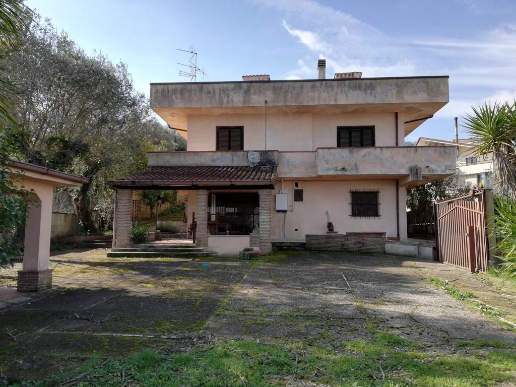Villa a Alvignano in via trieste - 01