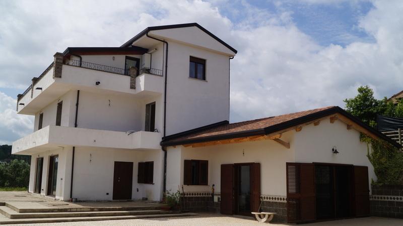 Villa a Caiazzo in bosco di caiazzo - 01