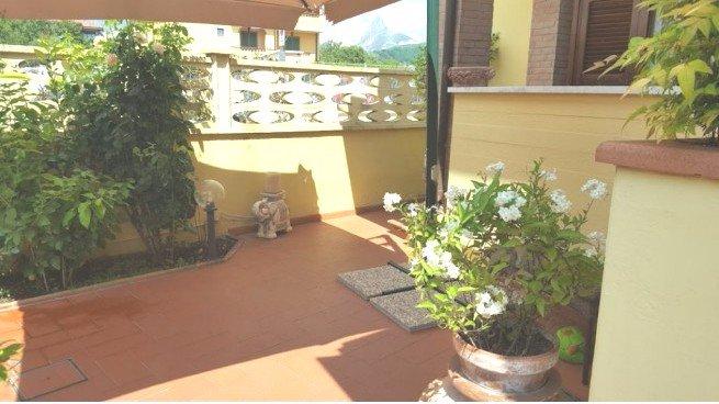 Casa indipendente con giardino a Carrara - sant'antonio - 01