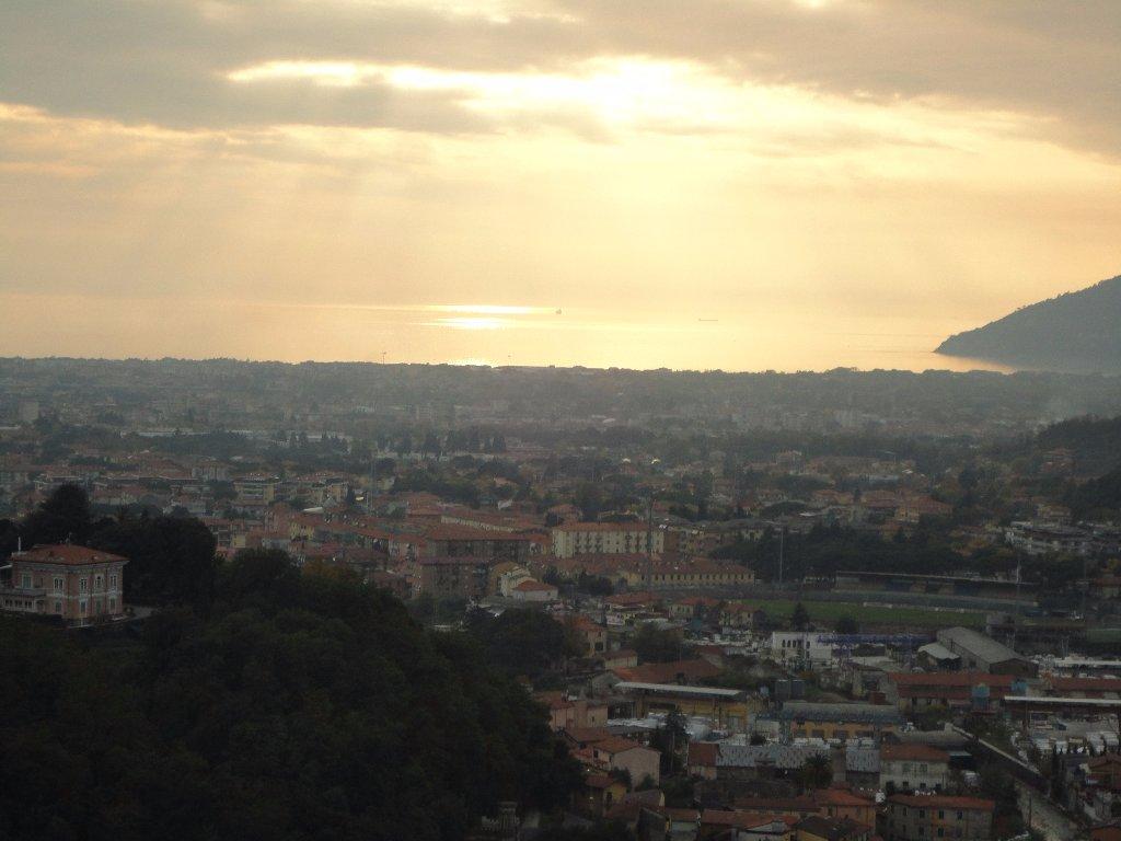 Villa da ristrutturare a Carrara - ficola - 01