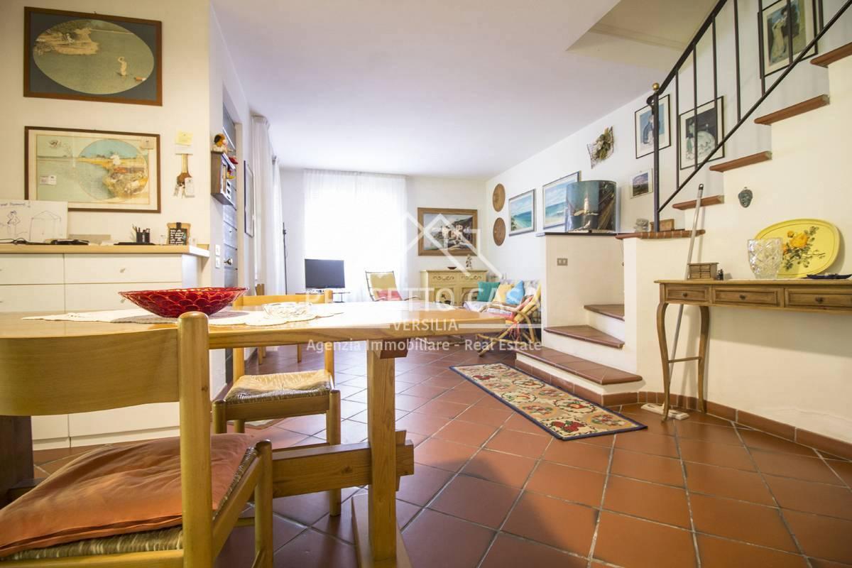 Casa indipendente con terrazzo, Pietrasanta focette