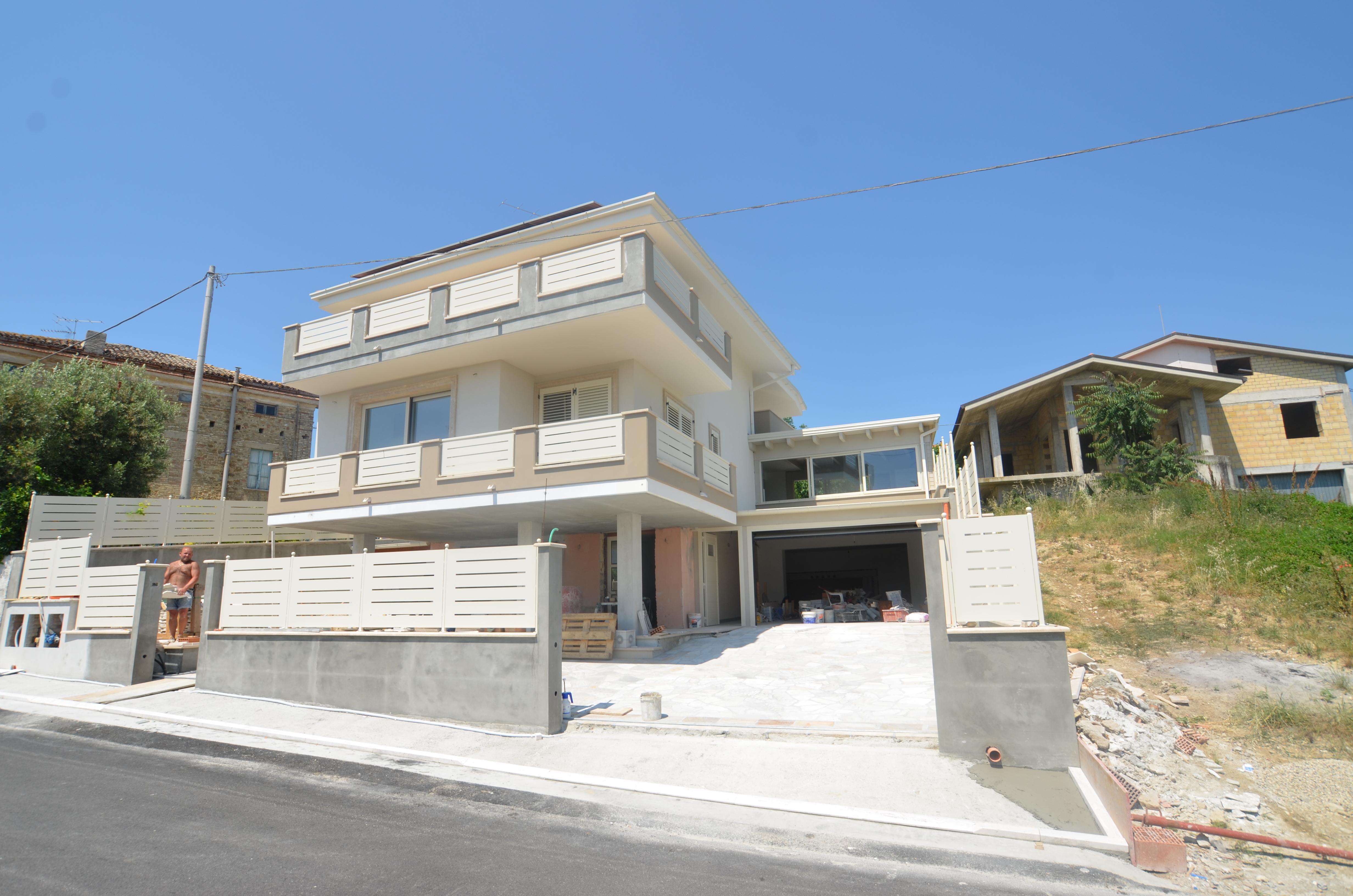 Villa con terrazzo a Colonnella - collinare - 01